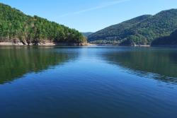 Lacul si barajul Tarnita