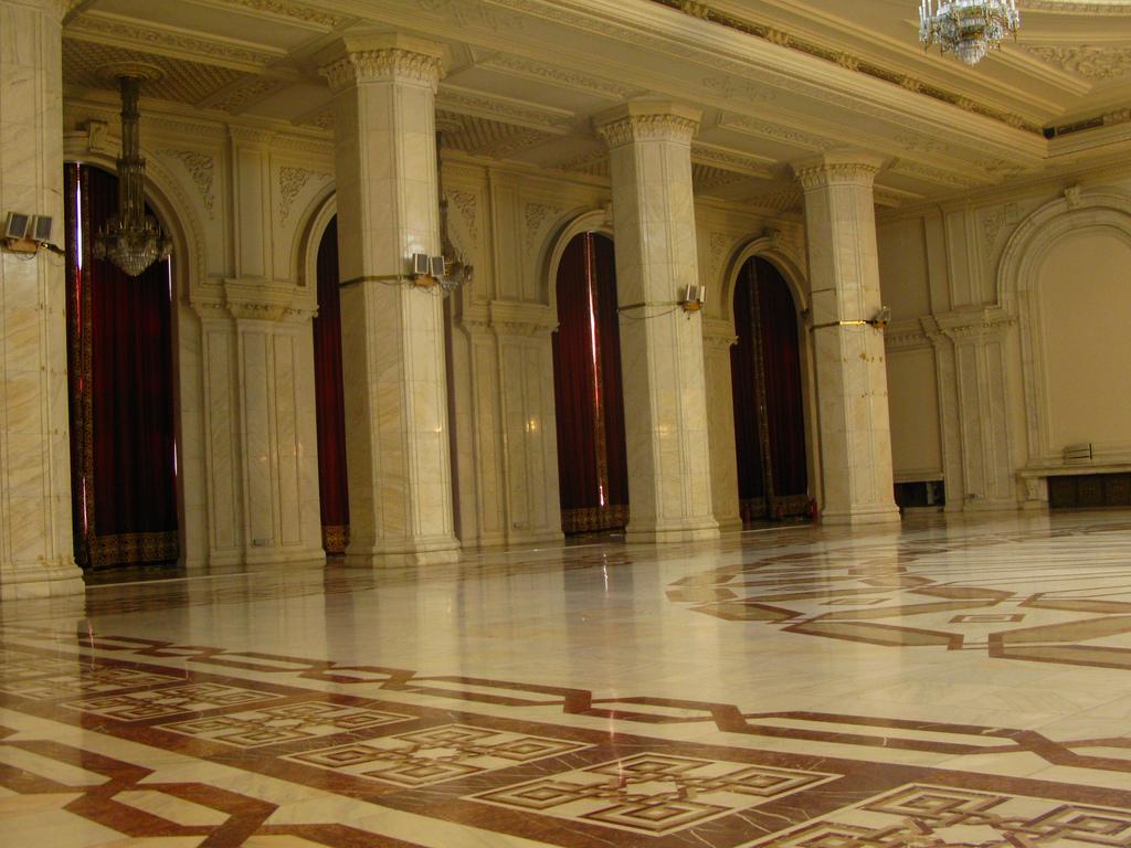 Atractie Turistica - Palatul Parlamentului - Bucuresti - Centru Turistic
