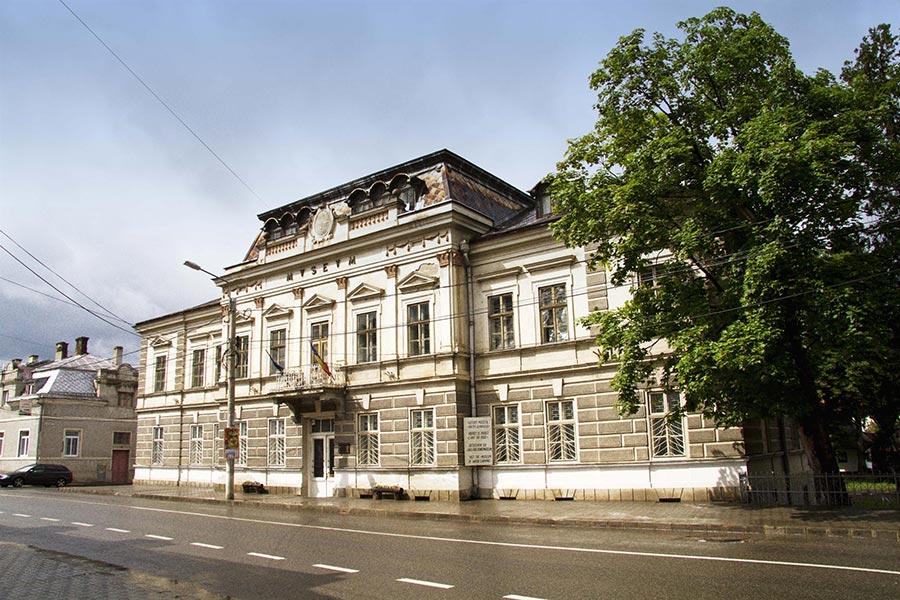 Atractie Turistica - Muzeul Arta Lemnului - Campulung Moldovenesc - Centru Turistic