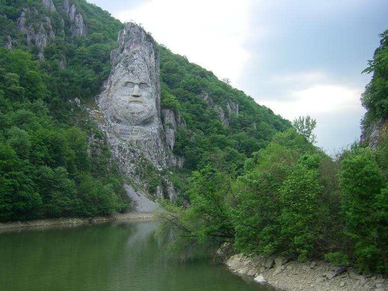 Atractie Turistica - Statuia lui Decebal - Eselnita - Centru Turistic