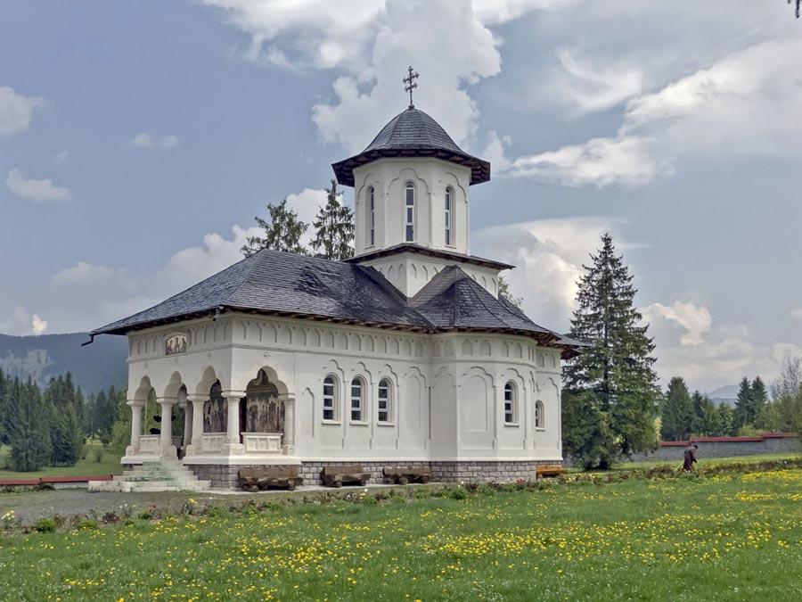Atractie Turistica - Manastirea Adormirea Maicii Domnului - Izvorul Muresului - Centru Turistic