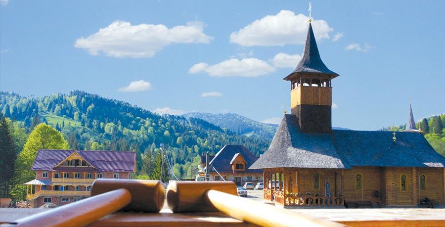 Atractie Turistica - Manastirea Paltinu-Petru Voda - Poiana Teiului - Centru Turistic