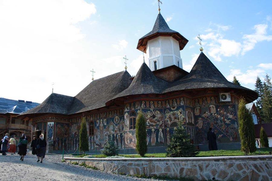 Atractie Turistica - Manastirea Petru Voda - Poiana Teiului - Centru Turistic