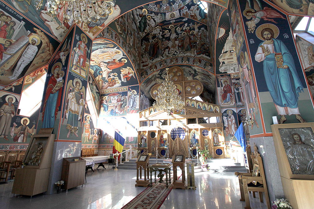 Atractie Turistica - Biserica Sf Constantin si Elena - Predeal - Centru Turistic