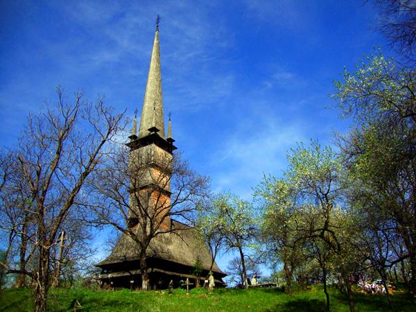 Atractie Turistica - Biserica de lemn - Surdesti - Centru Turistic