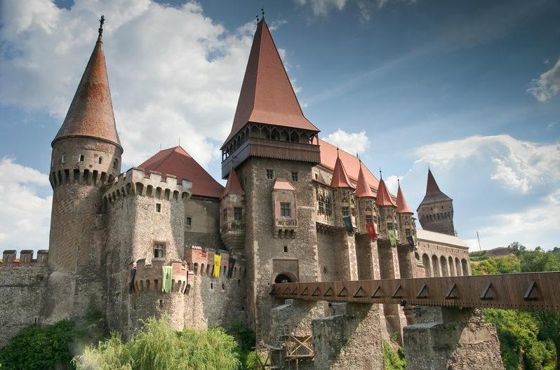 Atractie Turistica - Castelui Huniade - Timisoara - Centru Turistic