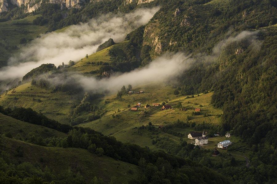 Atractie Turistica - Manastirea Sub Piatra - Ungureni - Centru Turistic