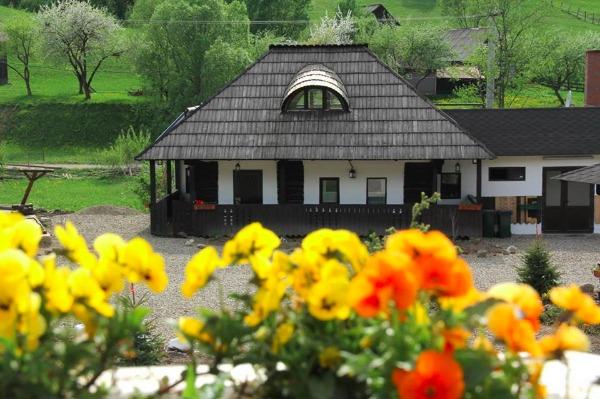 Cazare - Pensiunea Poveste - Campulung Moldovenesc